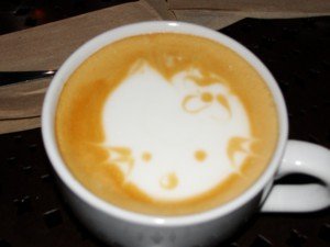 cat design in foam of urth caffe drink