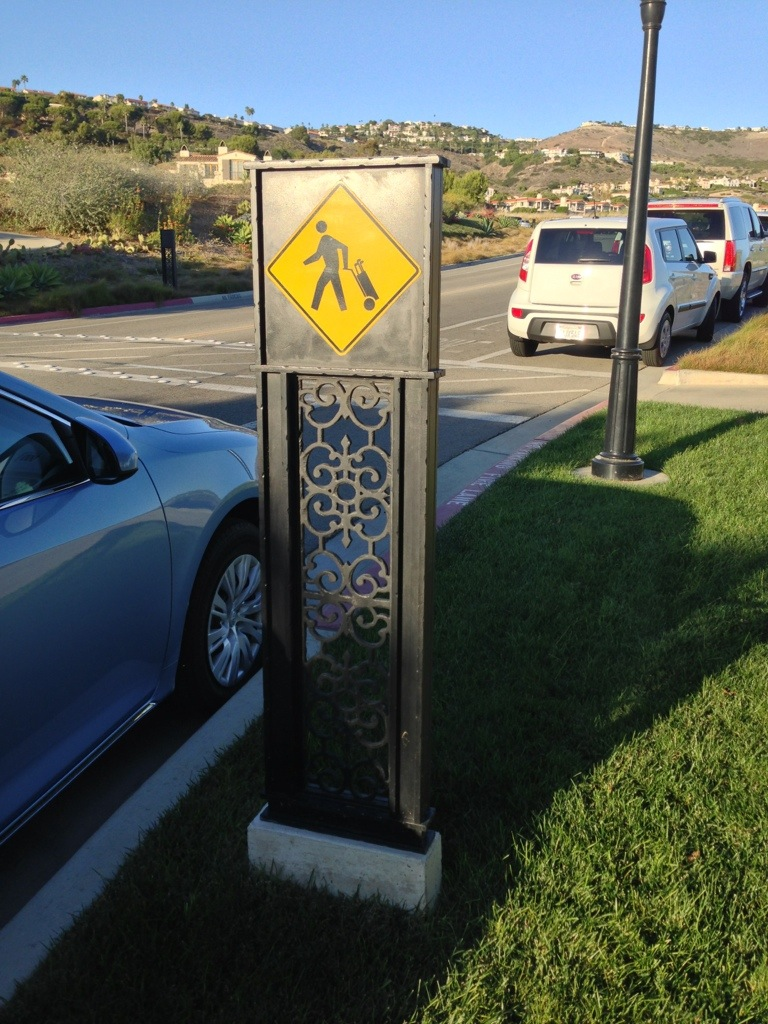 sign showing yield to golfers at terranea resort