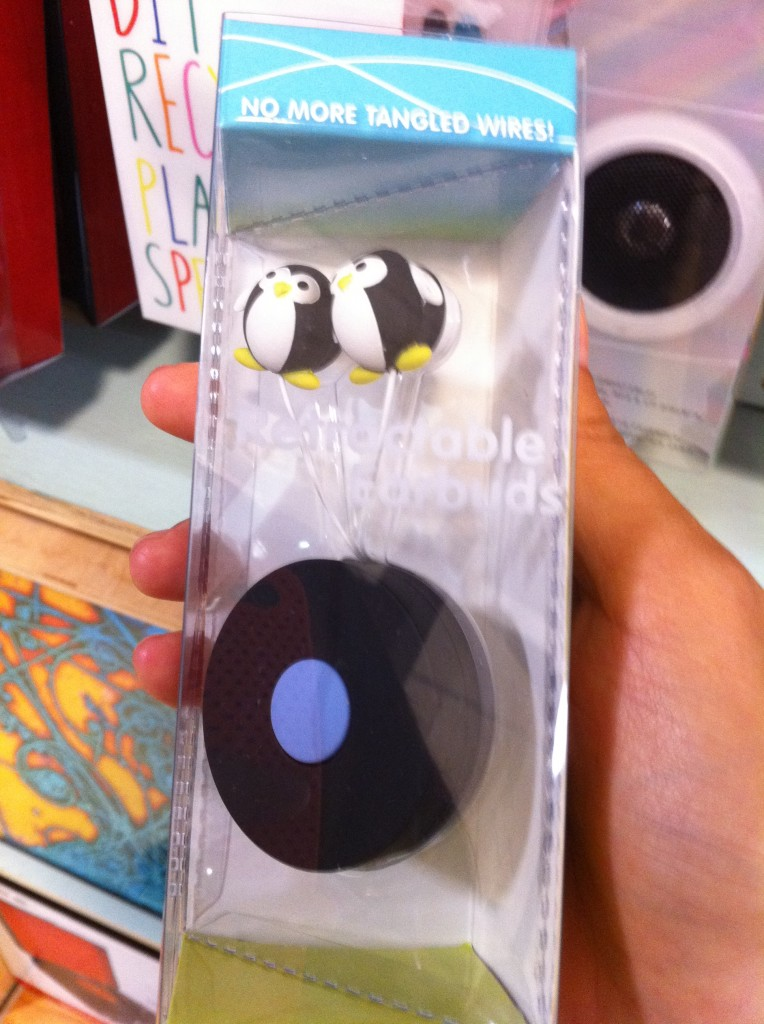penguin retractable earbuds
