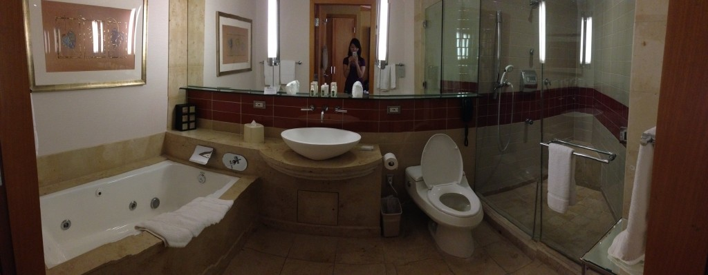 panoramic shot of large bathroom in a hilton garden inn lax room