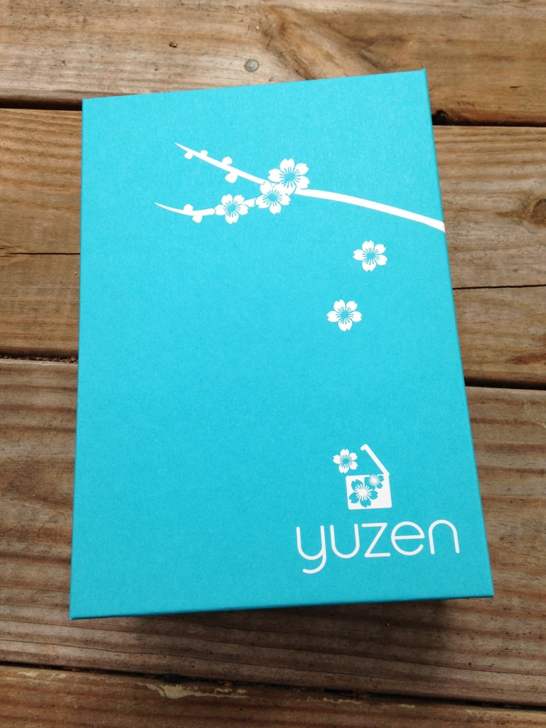 new yuzen interior box in rectangular shape with white flowers on aqua background