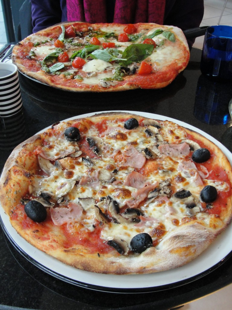 pizza express la reine and pomodoro pesto pizzas