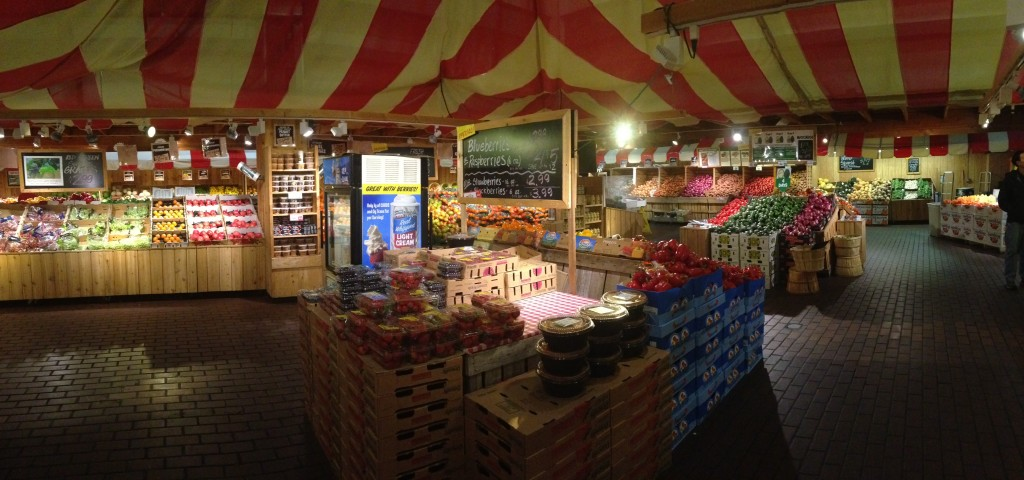 panoramic of stew leonard's interior section with fruit stands