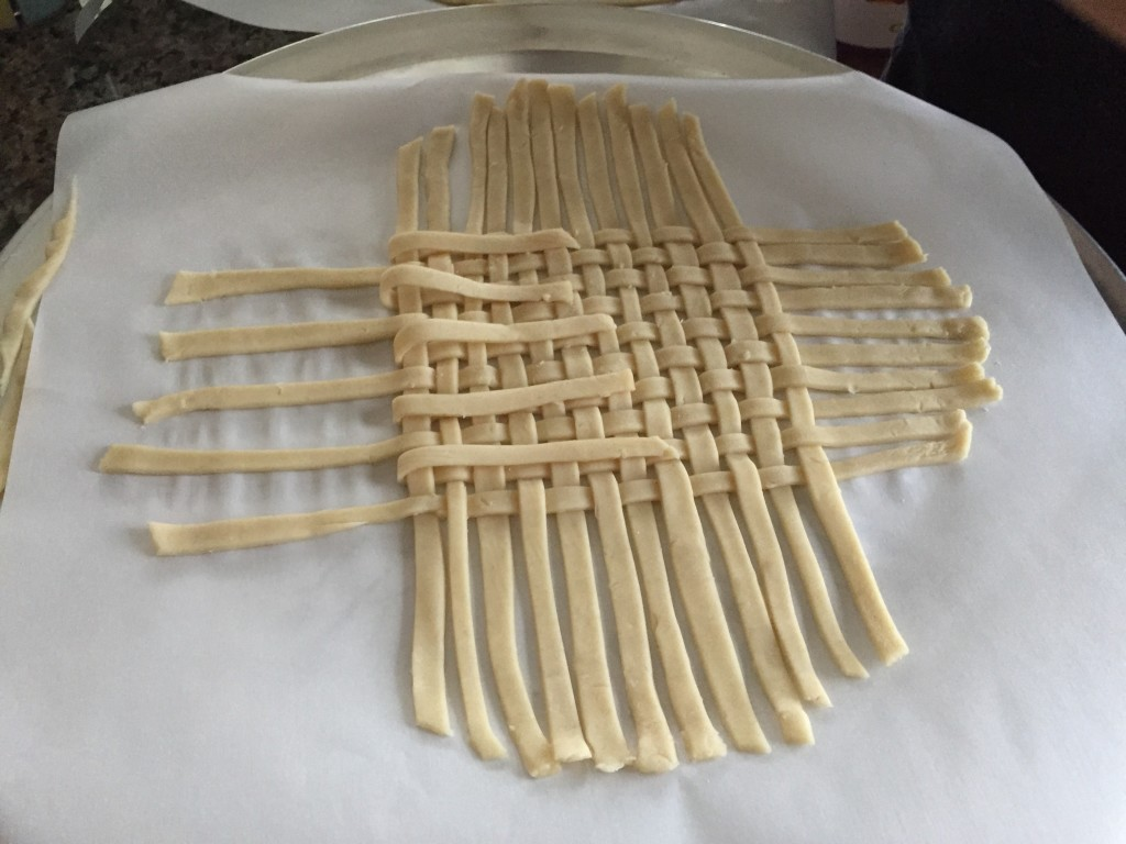 thin strips of pie crust woven into lattice pattern