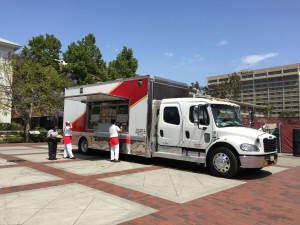 in-n-out food truck parked at usc campus for lunch