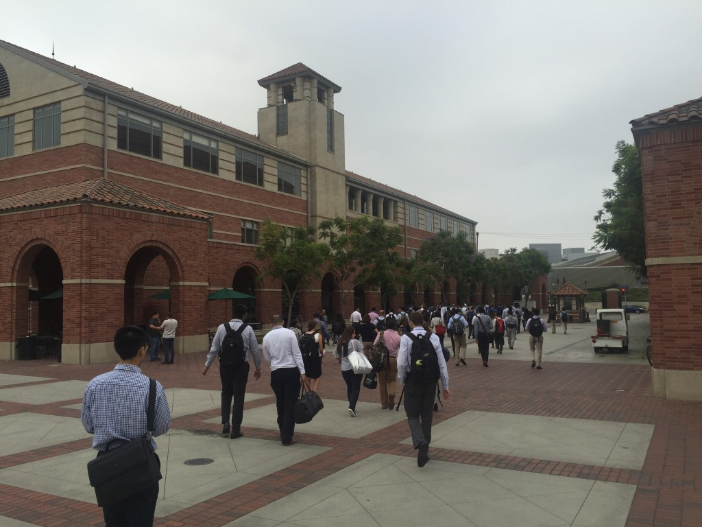 usc marshall mba students walking to classroom