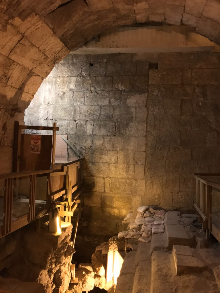 western wall tunnel under construction with empty bath